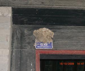 燕子窝就筑在门牌号上,这下可不怕来春找不到家了!
