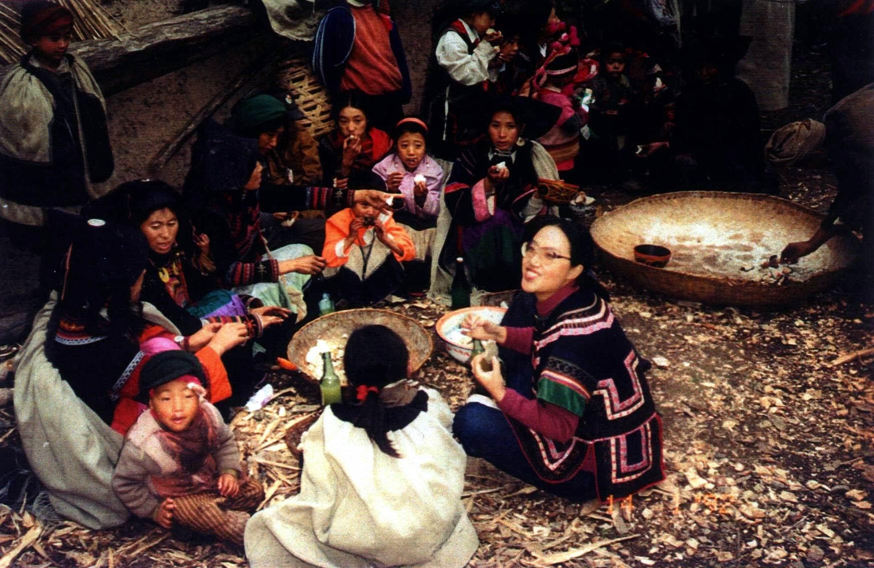 翁西拉古格:阿依与孩子们一同过新年