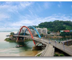 5鸳鸯桥下泛春晖