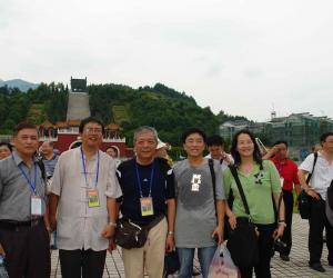 与台湾学者合影
