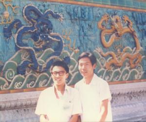 1985年8月,与在故宫博物院工作的同学姜舜源合影
