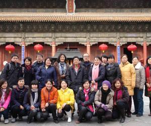 24 2009-11-15 岱庙天贶殿师生合影