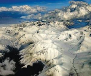 空中看雪山(新疆)