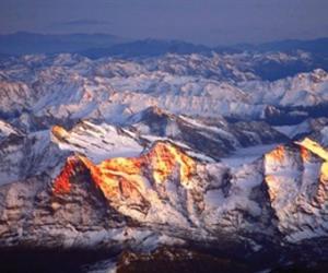 夕阳下的喜马拉雅山