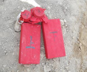 下葬用的青砖和罐,在磨光的青砖两面由阴阳先生写有咒符,两个罐分别是食品罐和钱罐,食品罐装五色粮食_1