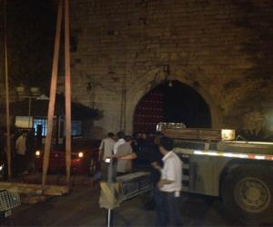 2、法拉利准备登上国家级重点文物南京古城堡现场。