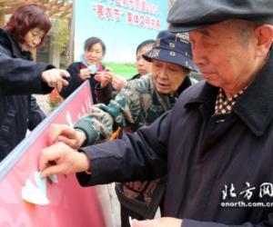 10天津社区寄托哀思