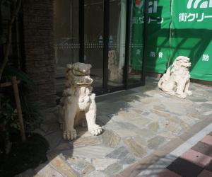19 酒店门口的石狮子