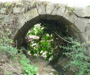 """白岩洞""""百步三桥"""""""