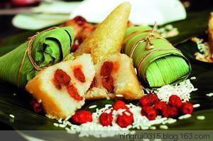 29.在日本,人们包粽子不是用粽米,而是用磨碎的米粉