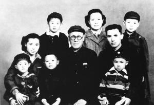 马学良一家在上世纪50年底拍摄的全家福